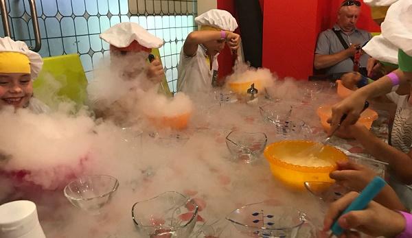Детская пекарня, праздничный стол