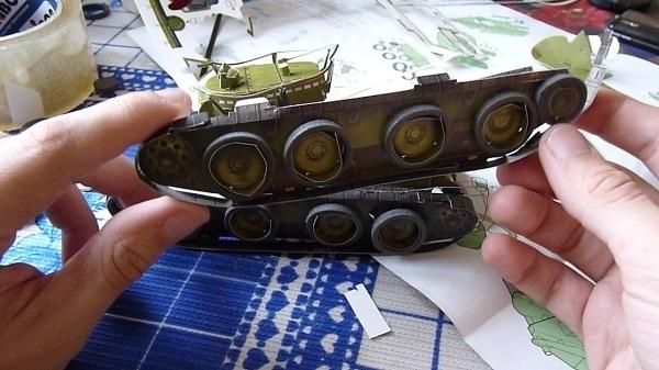 Клеить пластмассовые модели танков