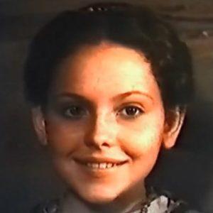 Сказка о купеческой дочери и таинственном цветке, фильм сказка 1991 Аленький цветочек Аксаков смотрите наше кино видео фильмы онлайн бесплатно видеоплеер на нашем сайте