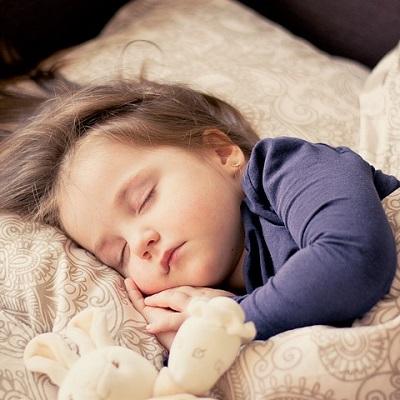Спят усталые игрушки, книжки спят. Одеяло и подушки ждут ребят Сказки на ночь читать и слушать