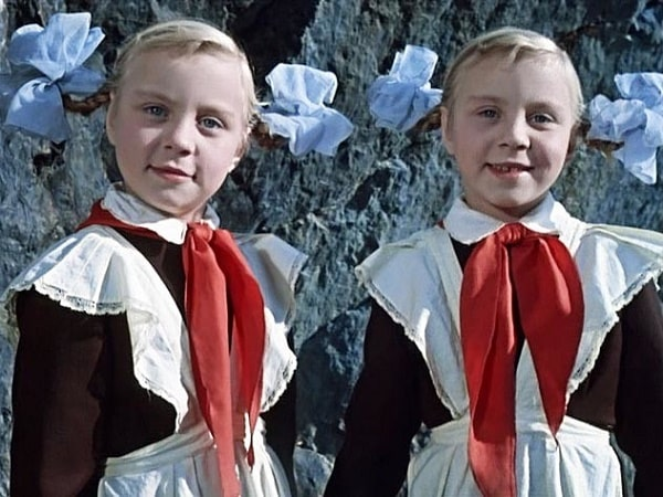 Близнецы девочки актёры из фильма сказки Королевство кривых зеркал фото