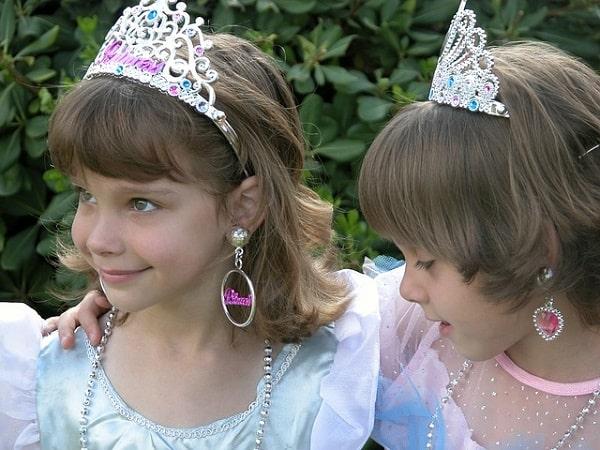 Девочки-принцессы с красивыми волосами