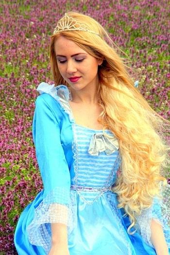 Златовласка принцесса с золотыми волосами из чешской сказки