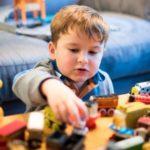 Почему ребенок ломает игрушки: Советы для родителей