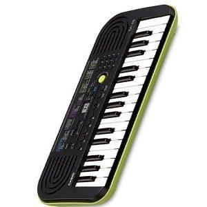 Учим детей играть на музыкальном инструменте синтезаторе