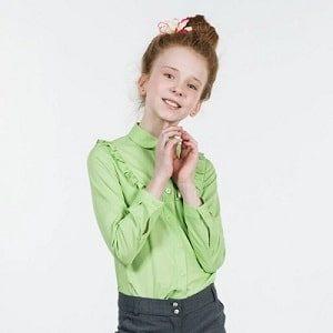 Как правильно выбирать школьную блузку для девочки: актуальные модели
